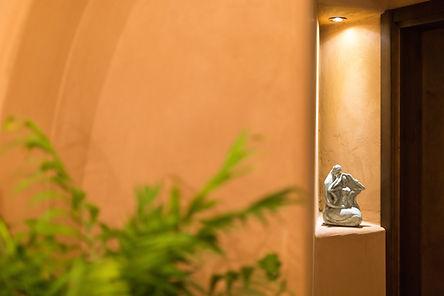 פסלים בקאמי 11.8.21.JPG