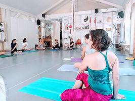 שיעורי יוגה וסדנאות