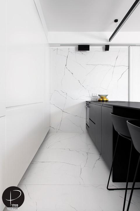 מטבח מודרני טכנולוגי שחור לבן (9).jpg