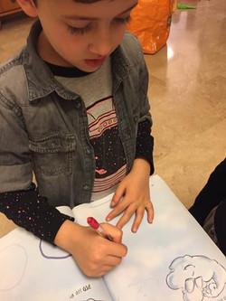 ילדים מציירים עננים