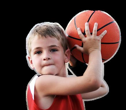 ילד זורק כדורסל