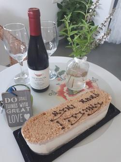 נוף בראשית - עוגה ויין
