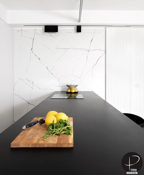 מטבח מודרני טכנולוגי שחור לבן (11).jpg