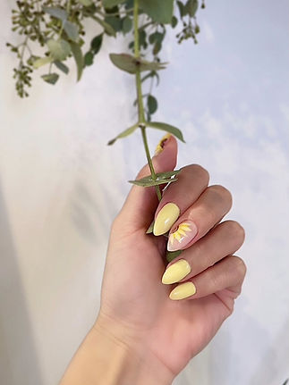womans yellow nails