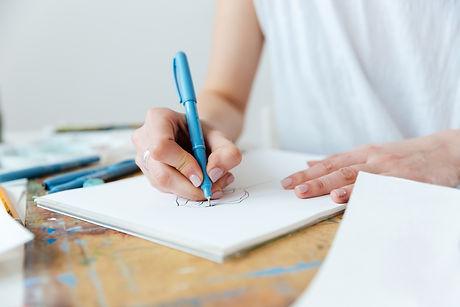 woman-artist-making-sketches-by-gel-ink-