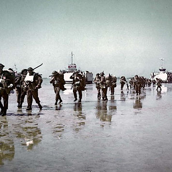 Juno-Beach-Canadian-infantry-on-the-beac