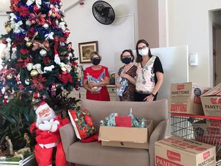 Centrodonto faz entrega de presentes para idosos e funcionários