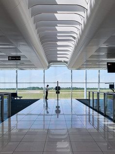 Stansted_Airport_Satellite_1_01_Pascall_