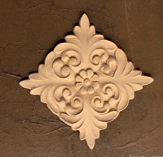 Centrepiece Carved