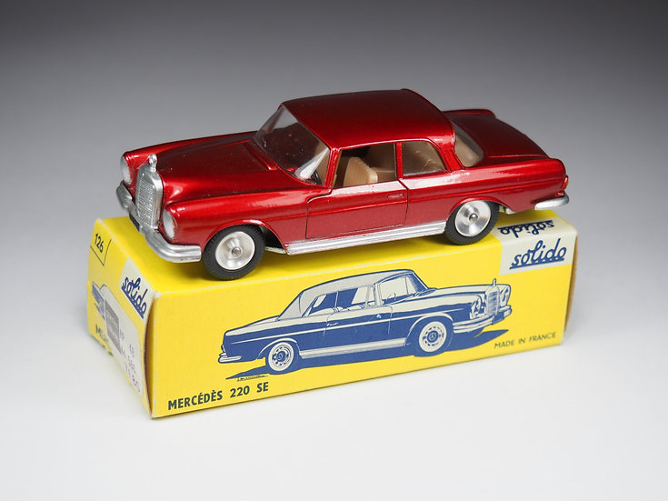 SOLIDO - 126 - MERCEDES 220 SE  - REAR LIGHTS VARIATION - 1/43e