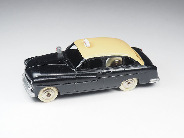 DINKY TOYS FRANCE - 24XT - FORD VEDETTE TAXI