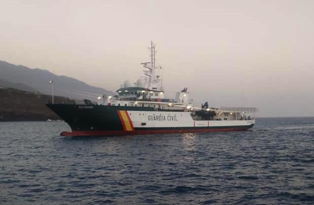 El RÍO SEGURA apresa un velero a 100 millas al sur de La Palma