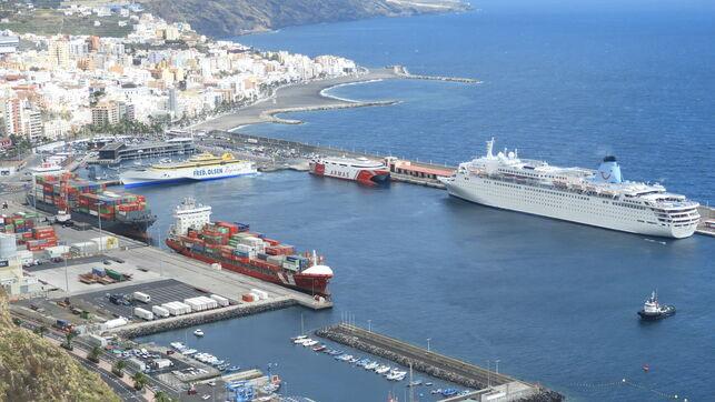 Aumenta un 17,54% el tráfico de pasajeros en el Puerto de la capital en abril y el de mercancías baj