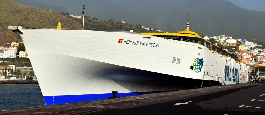 Los pasajeros del BENCHIJIGUA EXPRESS pasan la Nochebuena en el barco al no poder desembarcar en La
