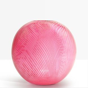 Vase strié rose