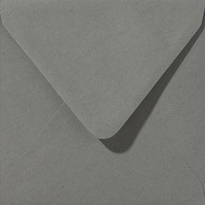 enveloppe de couleur gris fonce