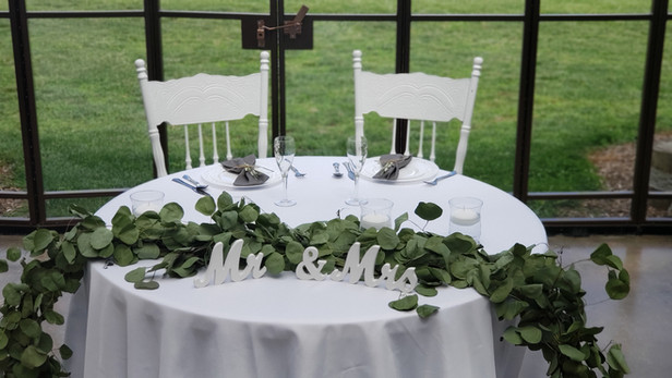 """48"""" Round Sweetheart Table"""