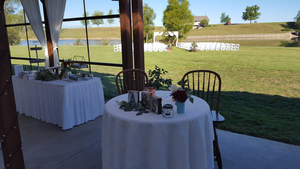 Sweetheart table with cocktail rd