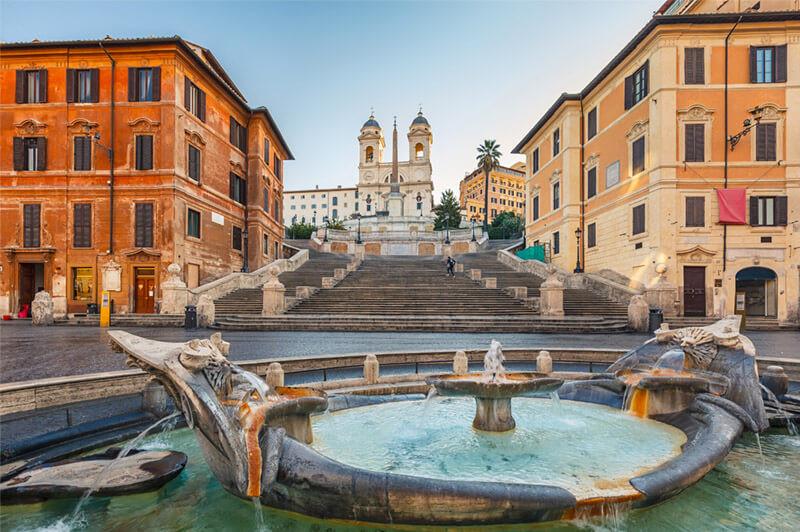 Piazza di Spagna, escadas, fonte e igreja