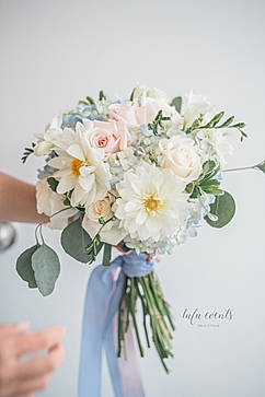 bouquet pink and cream