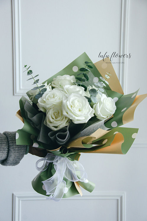 LF White roses bouquet