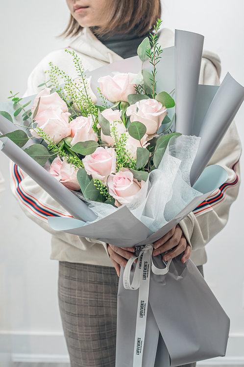 LF Pink rose fan shaped bouquet