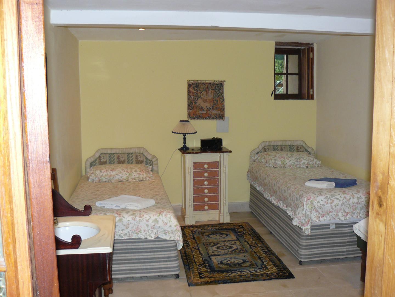 Garden twin room ground floor (1)