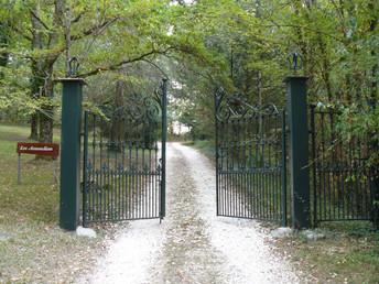 Les Amandiers main entrance