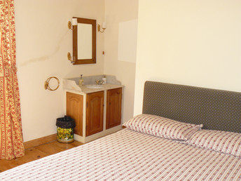 Double bedroom Middle Apartment (1)