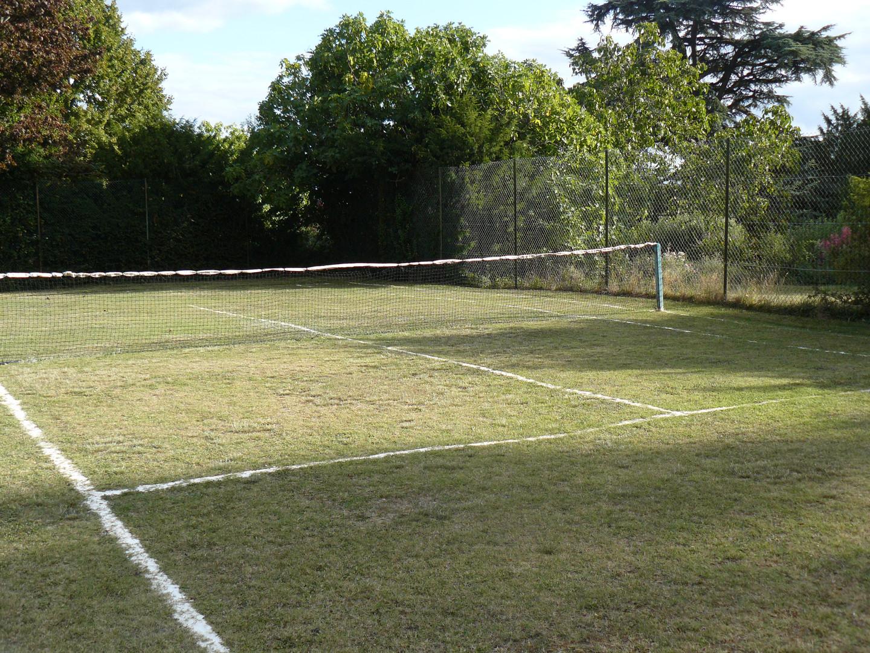 Les Amandiers tennis court