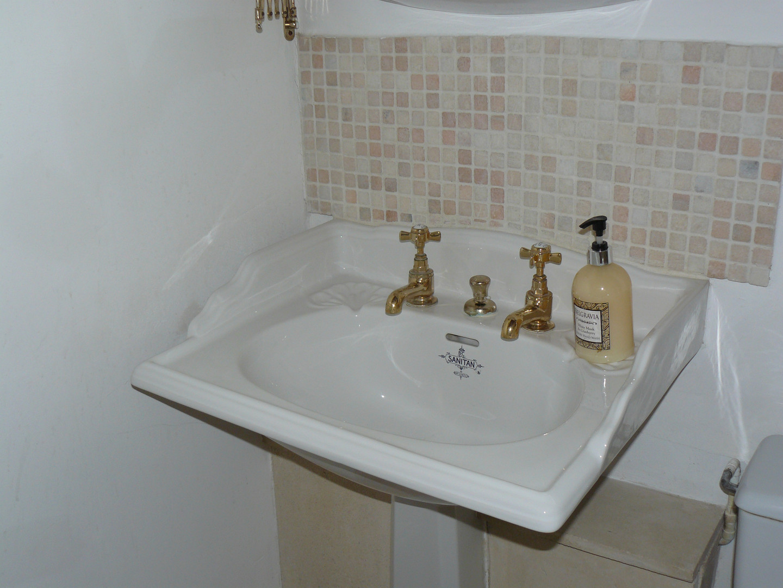 Bathroom Lakeside Apartment ()
