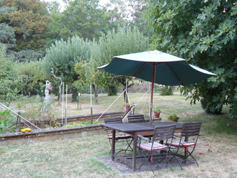 Outdoor dining table (2)