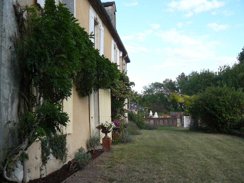 Les Amandiers front view (2)