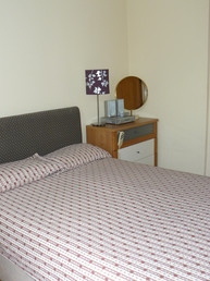 Double bedroom Middle Apartment (2)