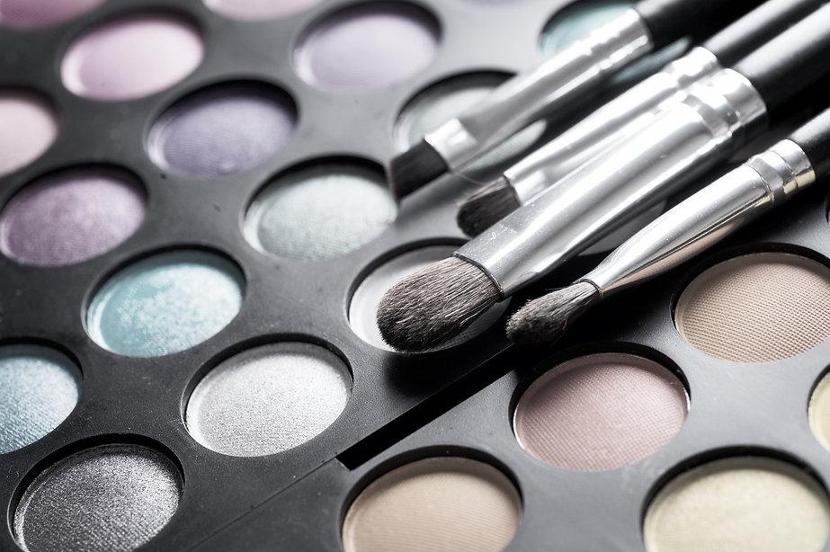 Make-up%20palette%20set%20and%20brushes.