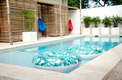 Bedandbreakfast-tamarindo-pool-room-B-sk