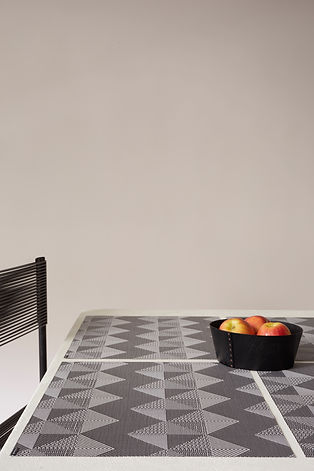 table_quilted_tuxedo_0564.jpg