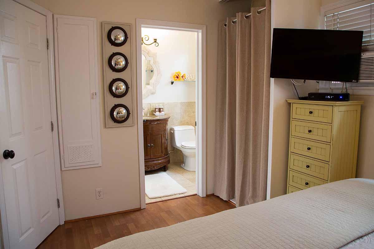 sm 3 bedroom looking bath.jpg