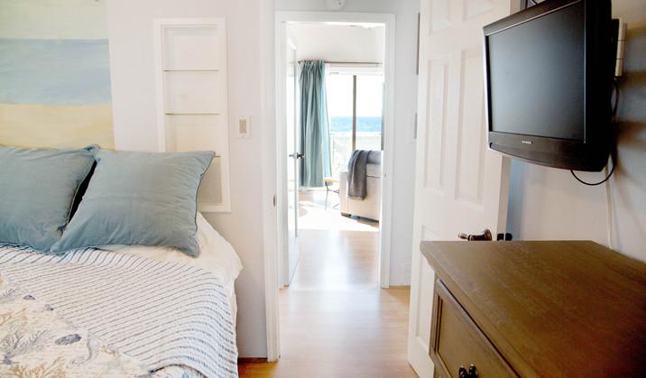 The Strand-Upstairs Apt Ocean View websi