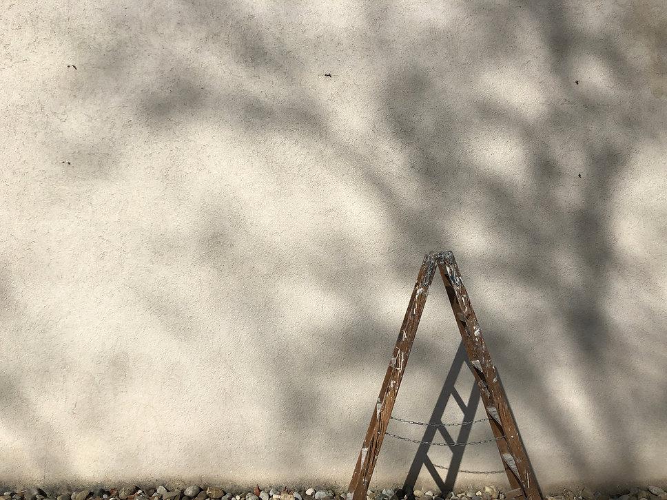 eine Leiter führt auf und ab
