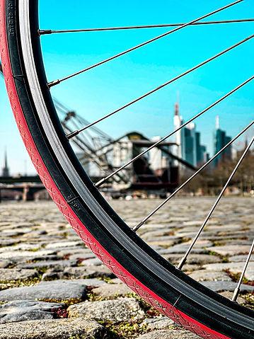 Frankfurt Skyline by bike