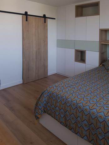 chambre blanc porte bois.jpg