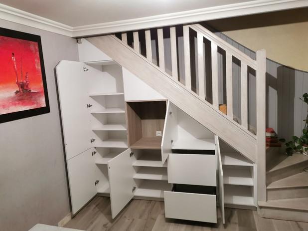 intérieur sous escalier