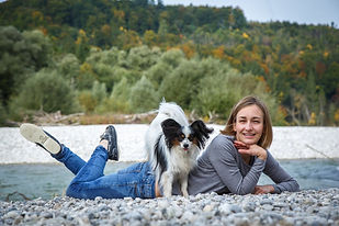 Cora&Dogs_A002.jpg
