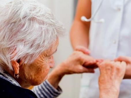 Justiça obriga Golden Cross a manter contrato de idosa