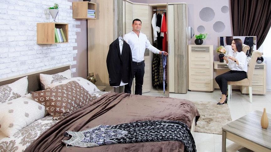 Спальня Бруна со шкафом с зеркальной дверцей
