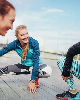 Frauen Stretching vor einem Lauf