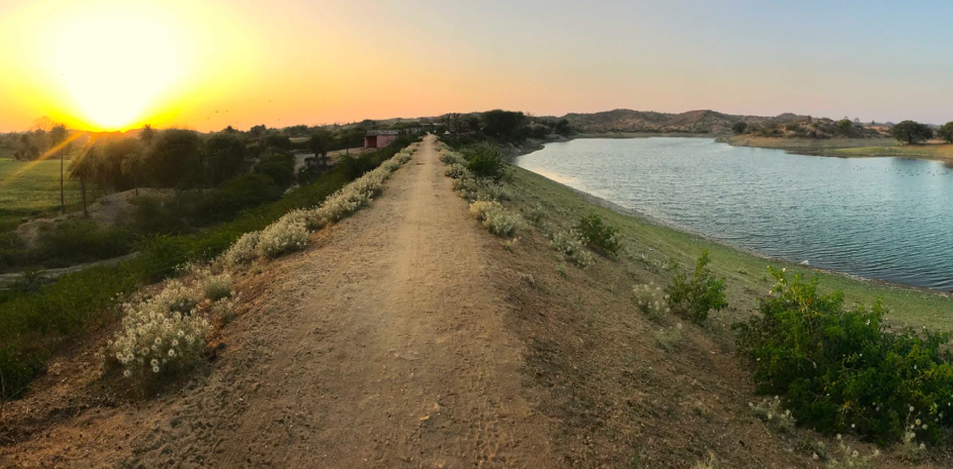 PANORAMA-SCENERY-LAKE-RAJASTHAN-HILLS_SU