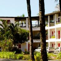 Vista da fachado do prédio de apartamentos