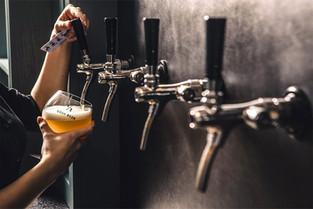 Beerwall_pour.jpg